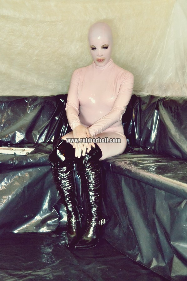 pink-and-black-dolly-in-latex-catsuit-on-pvc-sofa-55