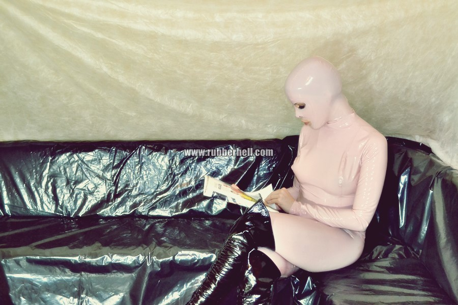 pink-and-black-dolly-in-latex-catsuit-on-pvc-sofa-60
