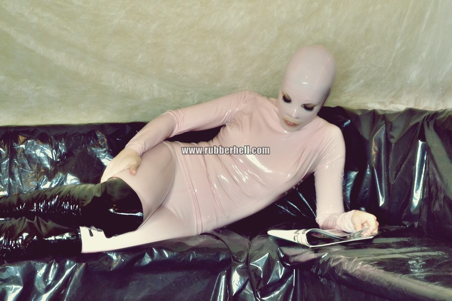 pink-and-black-dolly-in-latex-catsuit-on-pvc-sofa-64