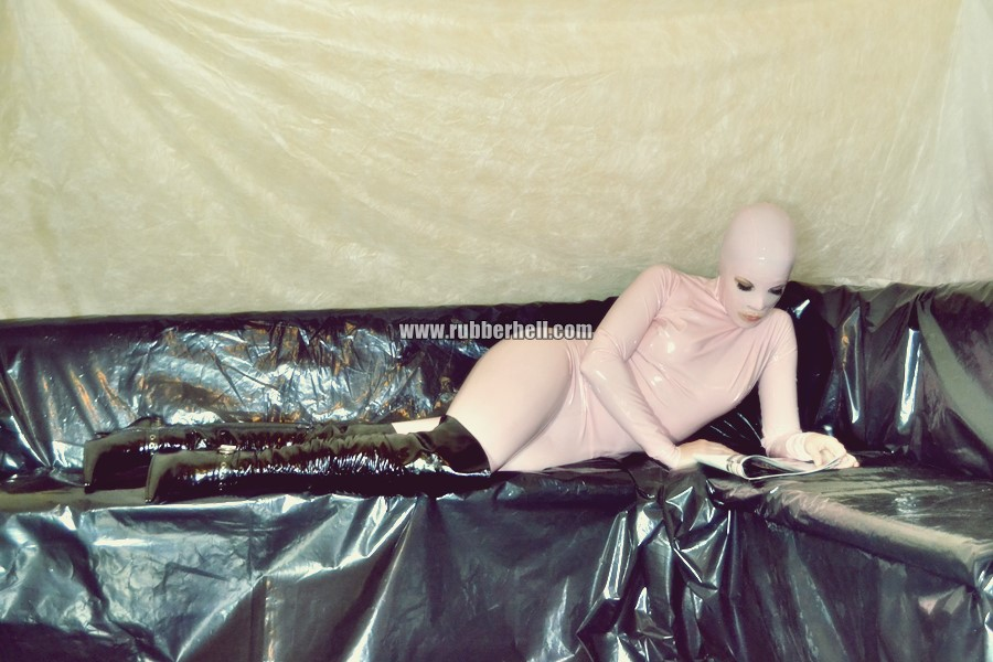 pink-and-black-dolly-in-latex-catsuit-on-pvc-sofa-74