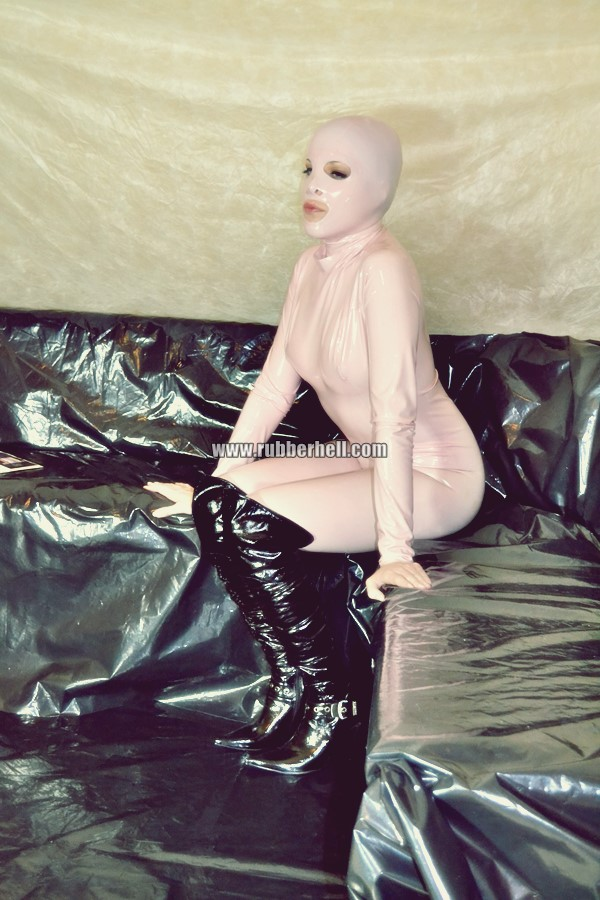 pink-and-black-dolly-in-latex-catsuit-on-pvc-sofa-81