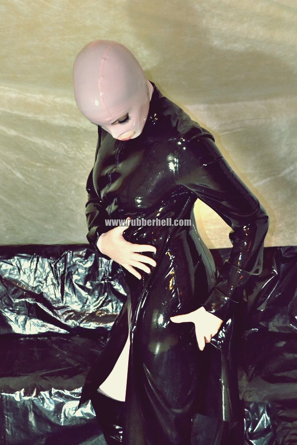 pink-and-black-dolly-in-latex-catsuit-on-pvc-sofa-08