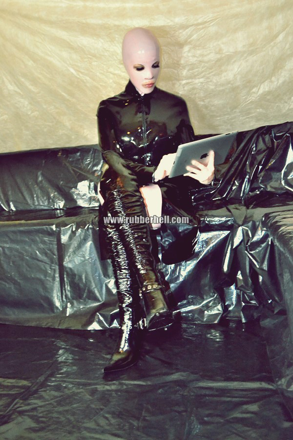 pink-and-black-dolly-in-latex-catsuit-on-pvc-sofa-37