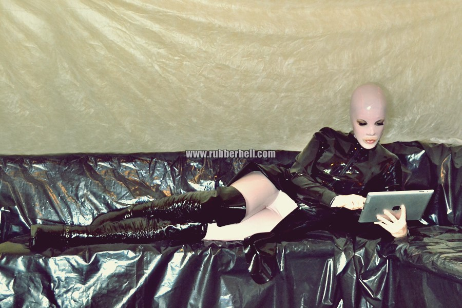 pink-and-black-dolly-in-latex-catsuit-on-pvc-sofa-38