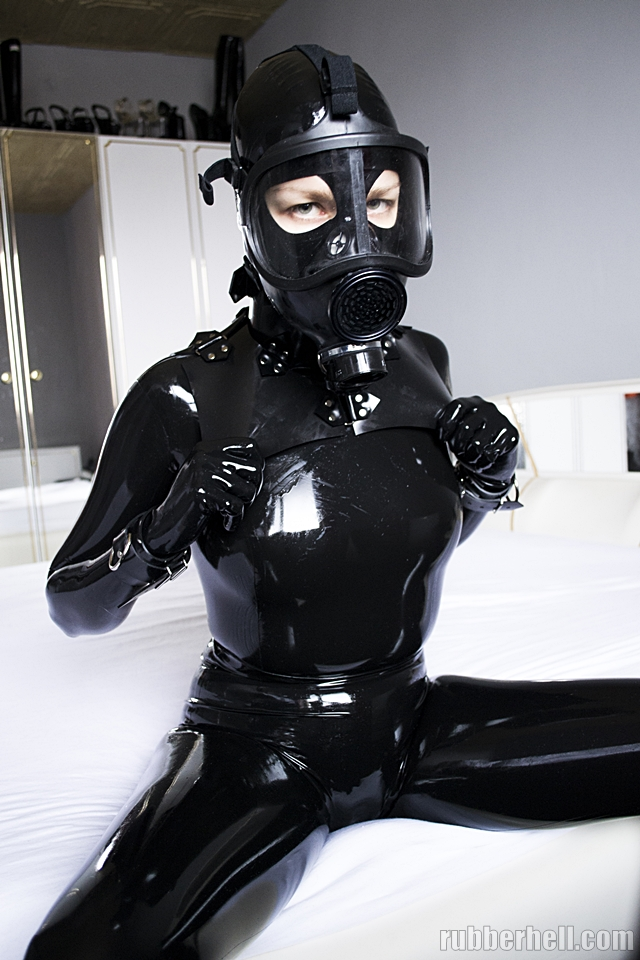 black-latex-cm5d-dsc_0091