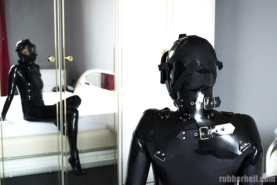 black-latex-cm5d-dsc_0109