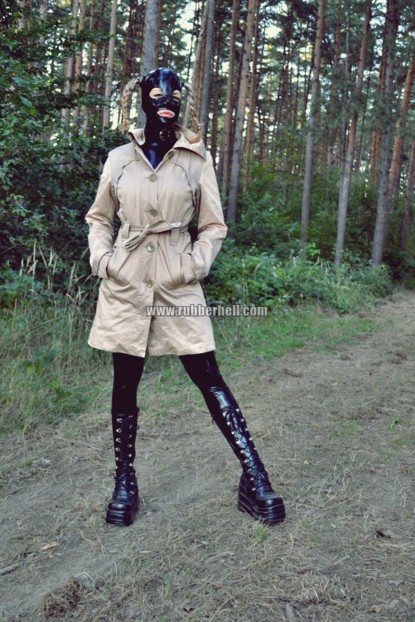 walking-by-the-shadow-of-forest-in-full-rubber-enclosure-rubberhell-02