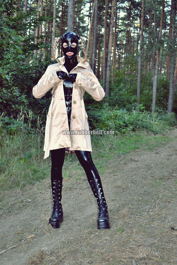 walking-by-the-shadow-of-forest-in-full-rubber-enclosure-rubberhell-04