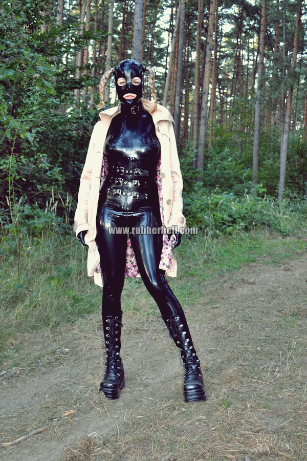 walking-by-the-shadow-of-forest-in-full-rubber-enclosure-rubberhell-05