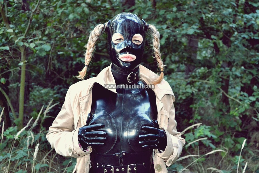 walking-by-the-shadow-of-forest-in-full-rubber-enclosure-rubberhell-09
