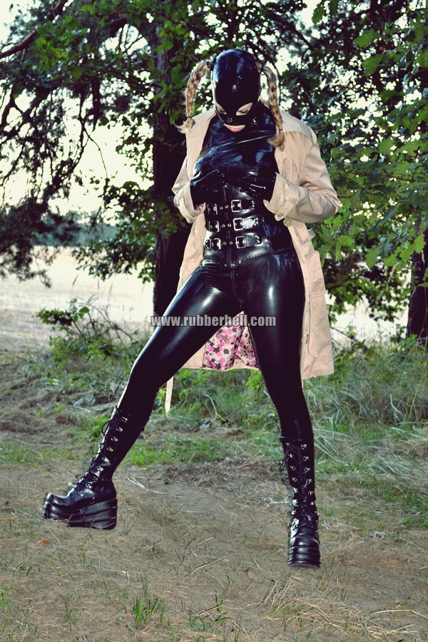 walking-by-the-shadow-of-forest-in-full-rubber-enclosure-rubberhell-27