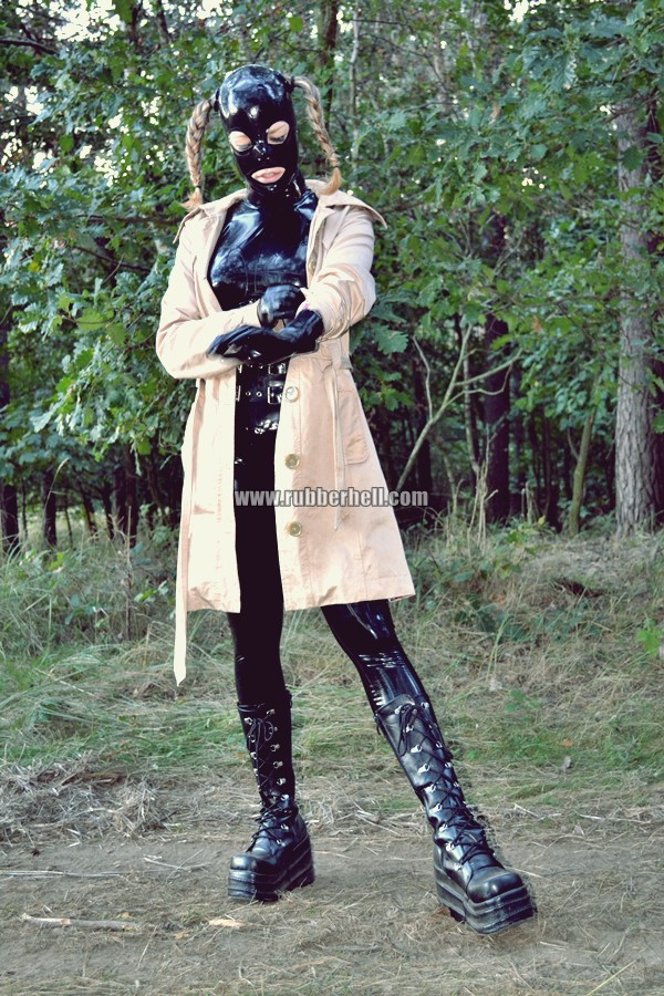 walking-by-the-shadow-of-forest-in-full-rubber-enclosure-rubberhell-29