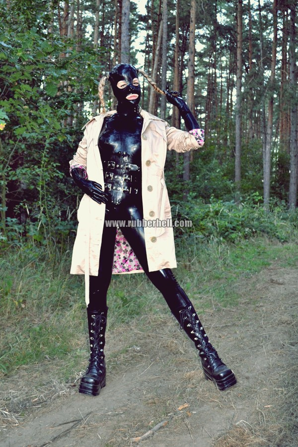 walking-by-the-shadow-of-forest-in-full-rubber-enclosure-rubberhell-35