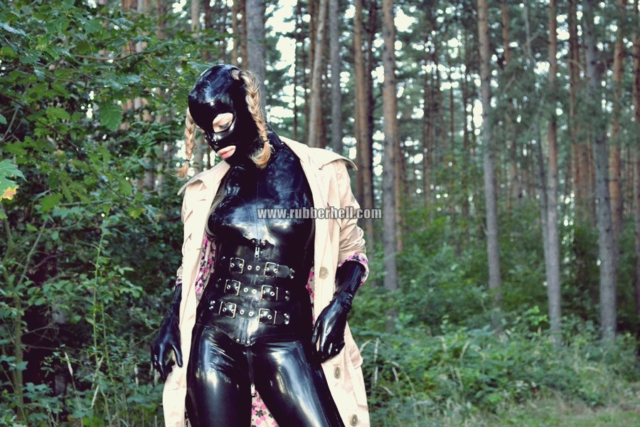 walking-by-the-shadow-of-forest-in-full-rubber-enclosure-rubberhell-36