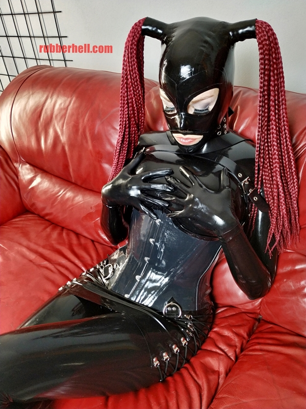 full-latex-doll-sofa-full-latex-doll-sofa-img_20180920_204236
