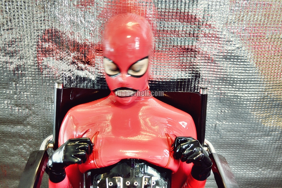 heavy-rubber-relax-in-red-09