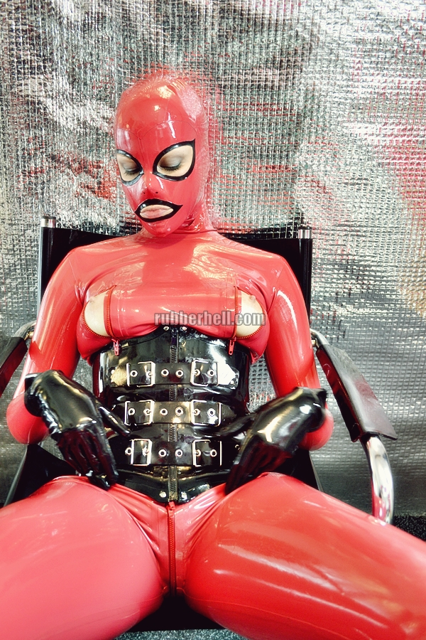 heavy-rubber-relax-in-red-14