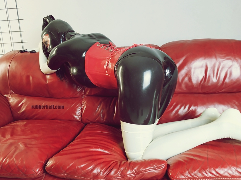 kinky-latex-doll-sofa-rubberhell-48
