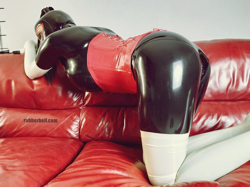 kinky-latex-doll-sofa-rubberhell-49