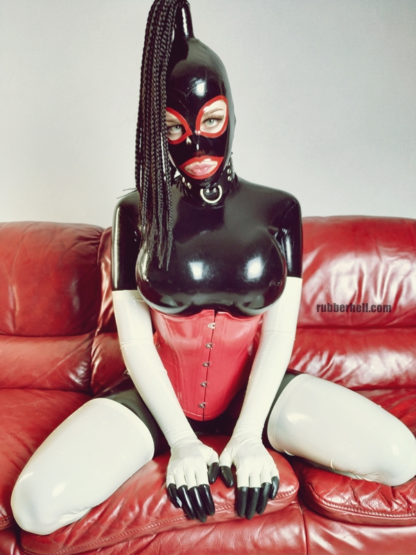 kinky-latex-doll-sofa-rubberhell-50