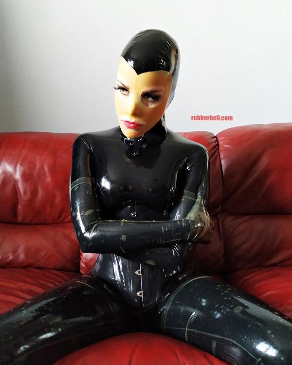 latex-catsuit-doll-sofa-3-img_20190416_180319-18