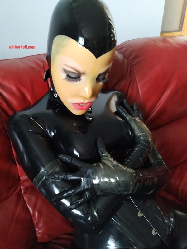 latex-catsuit-doll-sofa-3-img_20190416_180522-25