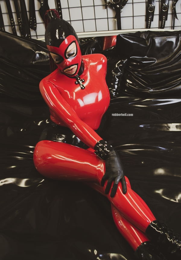 red-latex-doll-black-rubber-bed-12