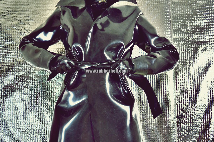 heavy-rubber-coat-and-gasmask-rubberhell-06