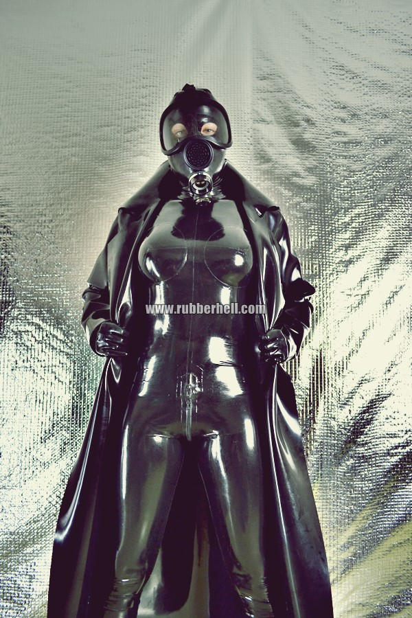 heavy-rubber-coat-and-gasmask-rubberhell-22