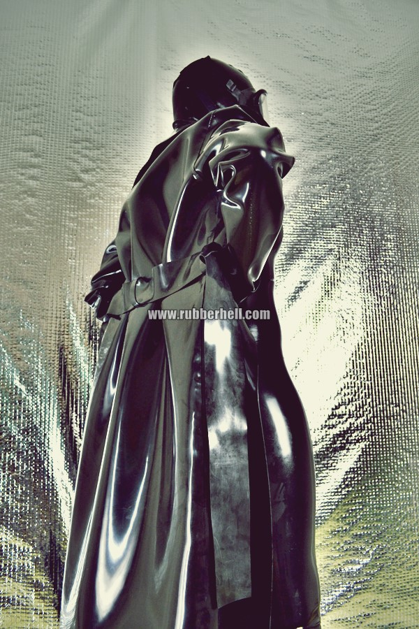heavy-rubber-coat-and-gasmask-rubberhell-28