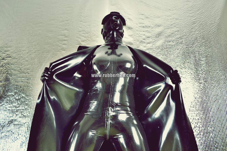 heavy-rubber-coat-and-gasmask-rubberhell-36