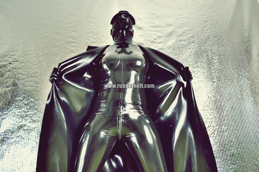heavy-rubber-coat-and-gasmask-rubberhell-37