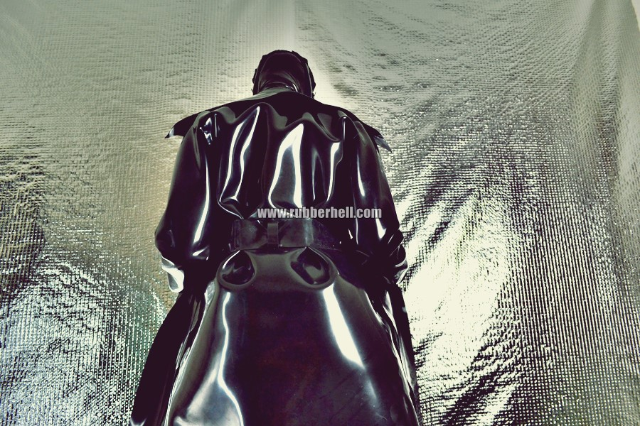 heavy-rubber-coat-and-gasmask-rubberhell-38