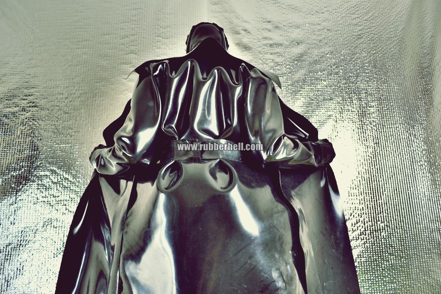 heavy-rubber-coat-and-gasmask-rubberhell-39