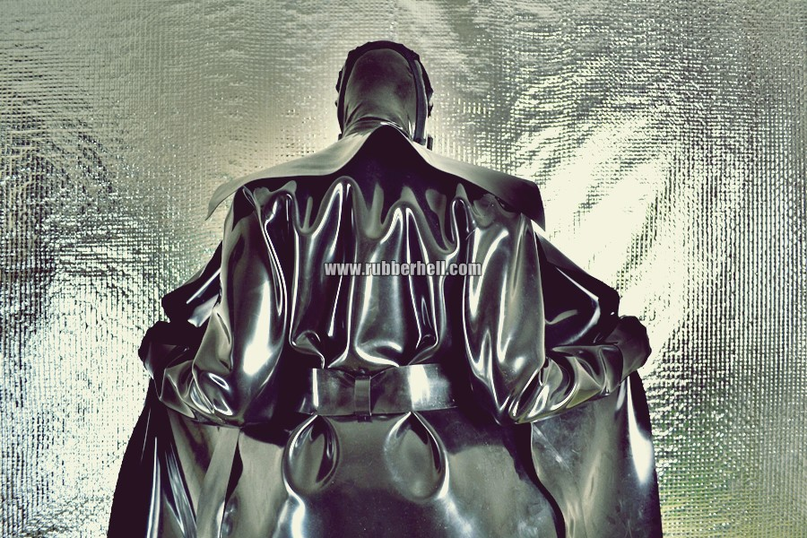 heavy-rubber-coat-and-gasmask-rubberhell-40