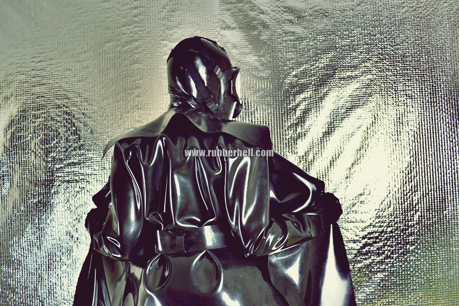 heavy-rubber-coat-and-gasmask-rubberhell-41