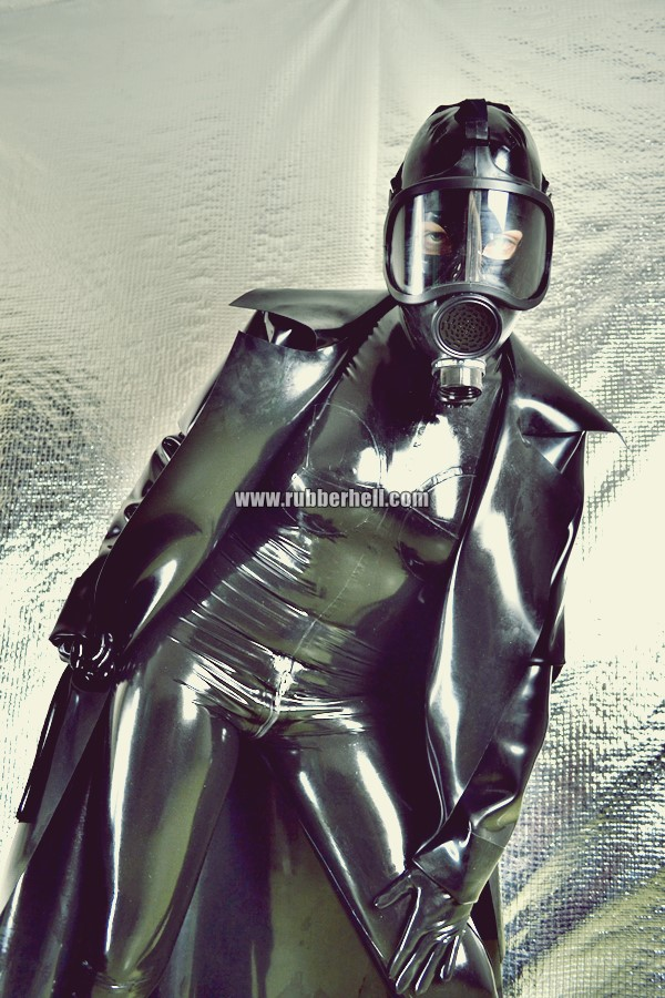 heavy-rubber-coat-and-gasmask-rubberhell-42