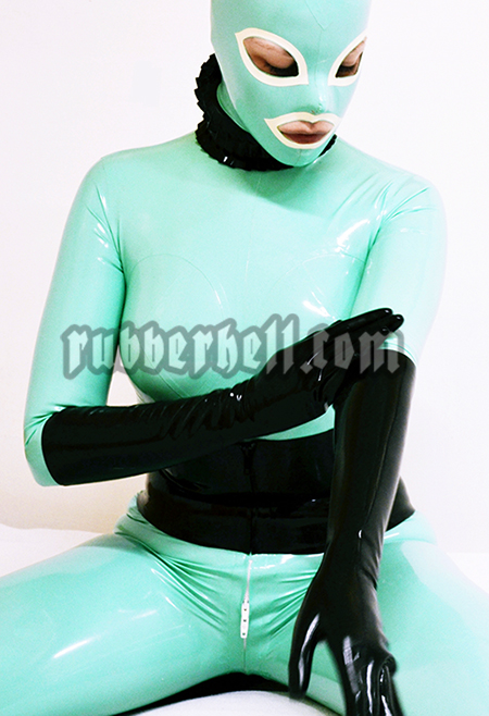 jade-latex-doll-48-hours-in-latex-rubberhell-01