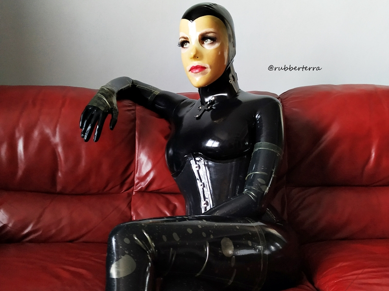 Latex catsuit doll sofa 3