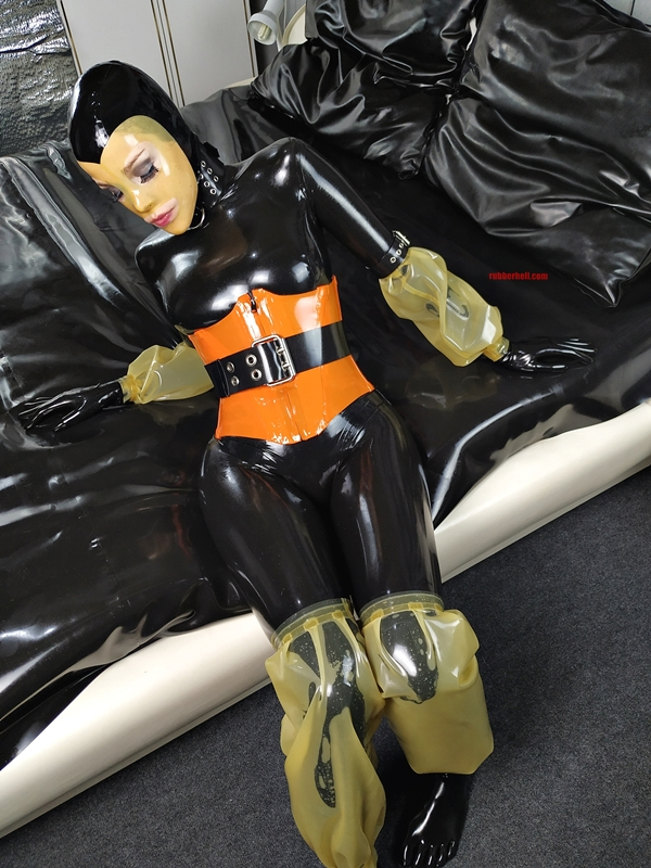 latex-catsuit-pervy-domina-rubber-01