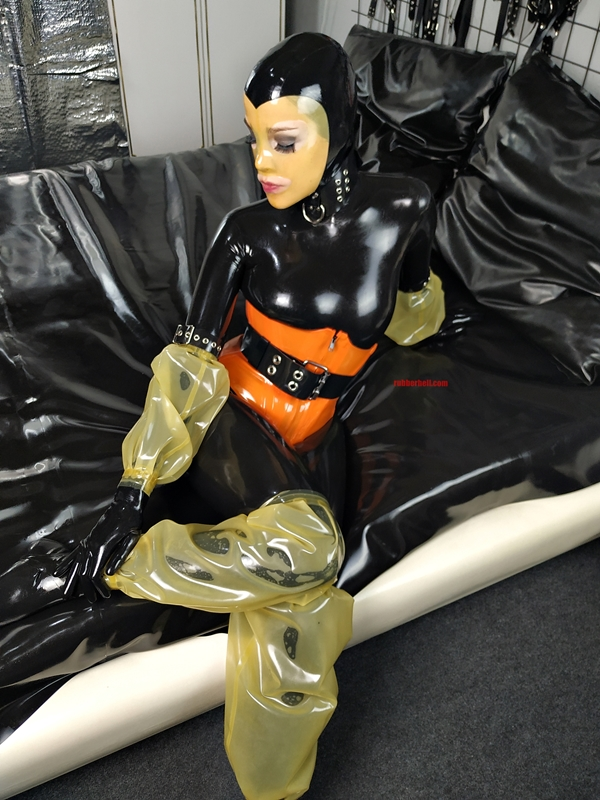 latex-catsuit-pervy-domina-rubber-05