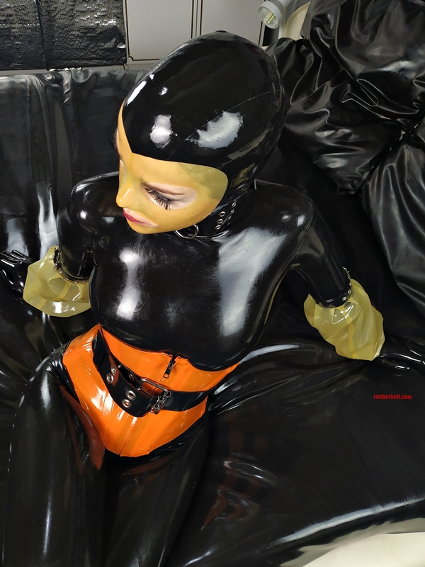 latex-catsuit-pervy-domina-rubber-11