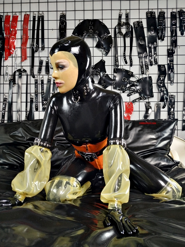 latex-catsuit-pervy-domina-rubber-49