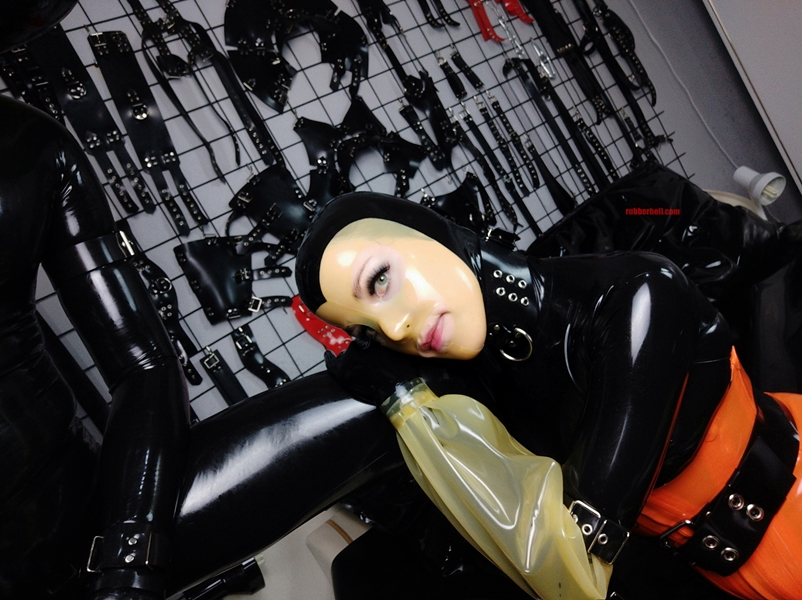 latex-catsuit-pervy-domina-rubber-59