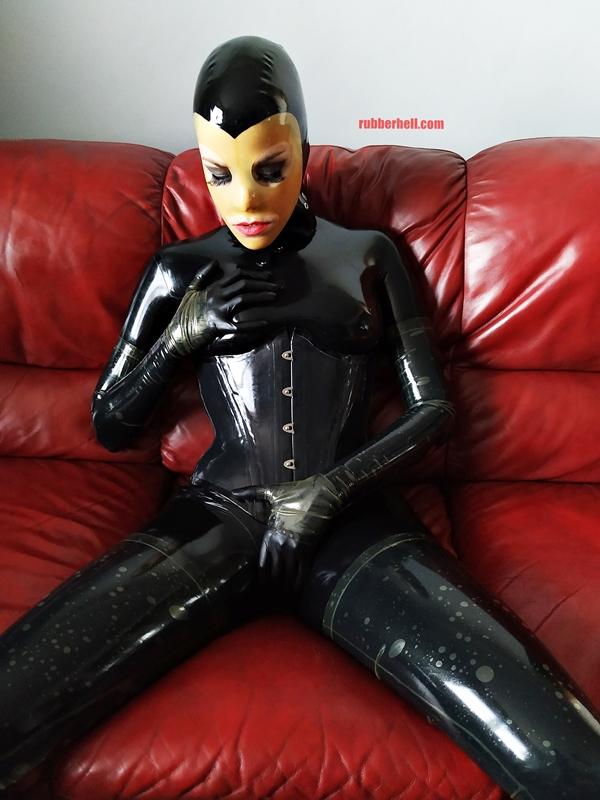 latex-catsuit-doll-sofa-3-img_20190416_180337-19