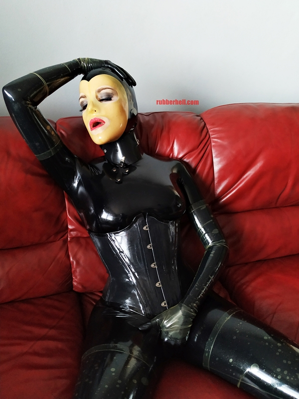 latex-catsuit-doll-sofa-3-img_20190416_180435-23