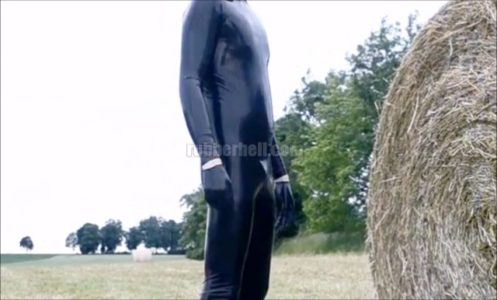 latex-public-adventures-blowjob-of-a-rubber-guy-between-haystacks